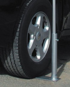 PORTABLE FLAG POLE TIRE MOUNT